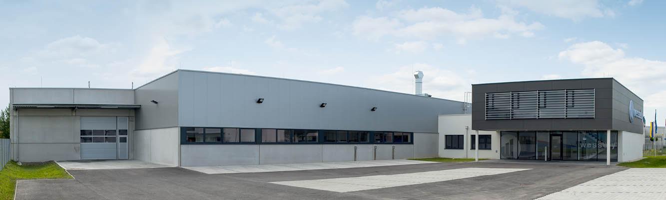 Frontalansicht der Firma Wessely, Spezialisten für Spezialschmierstoffe, Beschichtungen und Verbindungstechnologie